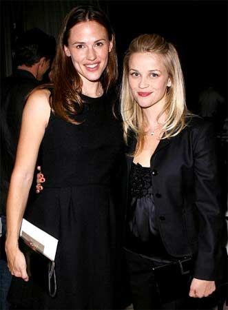 Jennifer Garner ve Reese Witherspoon 2005 yılındaki Katrina kurbanlarına yardım için düzenlenen organizasyonda tanıştıkları günden beri çok iyi iki arkadaş.